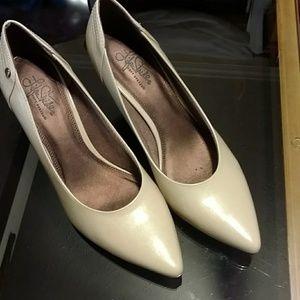 NWOT Life Stride-soft system, taupe dress heels